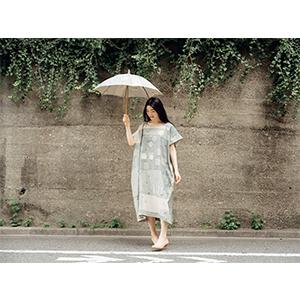 「傘のむこう」イイダ傘店コラボレーションアイテム one-piece 「夕方の星空」_05