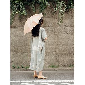 「傘のむこう」イイダ傘店コラボレーションアイテム one-piece 「夕方の星空」_06